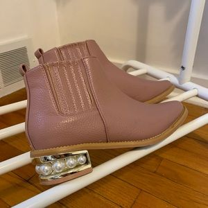 Shoes - Like new blush ankle booties with pearl heel